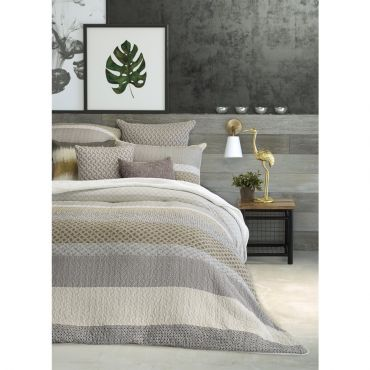 Quilted duvet cover with diamonds pattern in shades of grey, beige, taupe and cream. A duvet cover set includes two pillow shams + 1 duvet cover