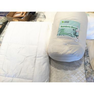 天然竹纤维被芯采用的全棉胎套,竹纤维的被子拥有舒适透气,环保,防菌防霉防异味的特点。