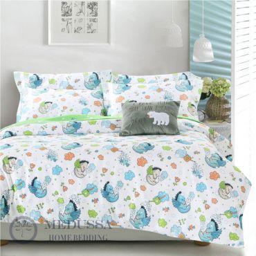 这套床品四件套是采用高档床品中最受欢迎的百分之百全棉(精梳棉)的缎纹布料,全棉缎纹布所给与的特性就是像丝绸般柔软的触感和色泽,因此能给与您的孩子肌肤更温柔舒适的体贴。